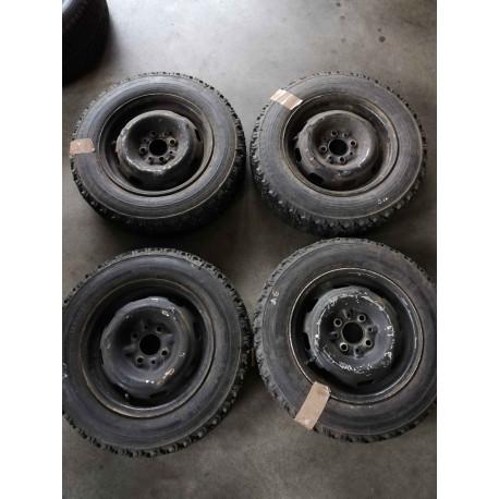 Kit cerchi in acciaio per Fiat Panda 141 con gomme chiodate